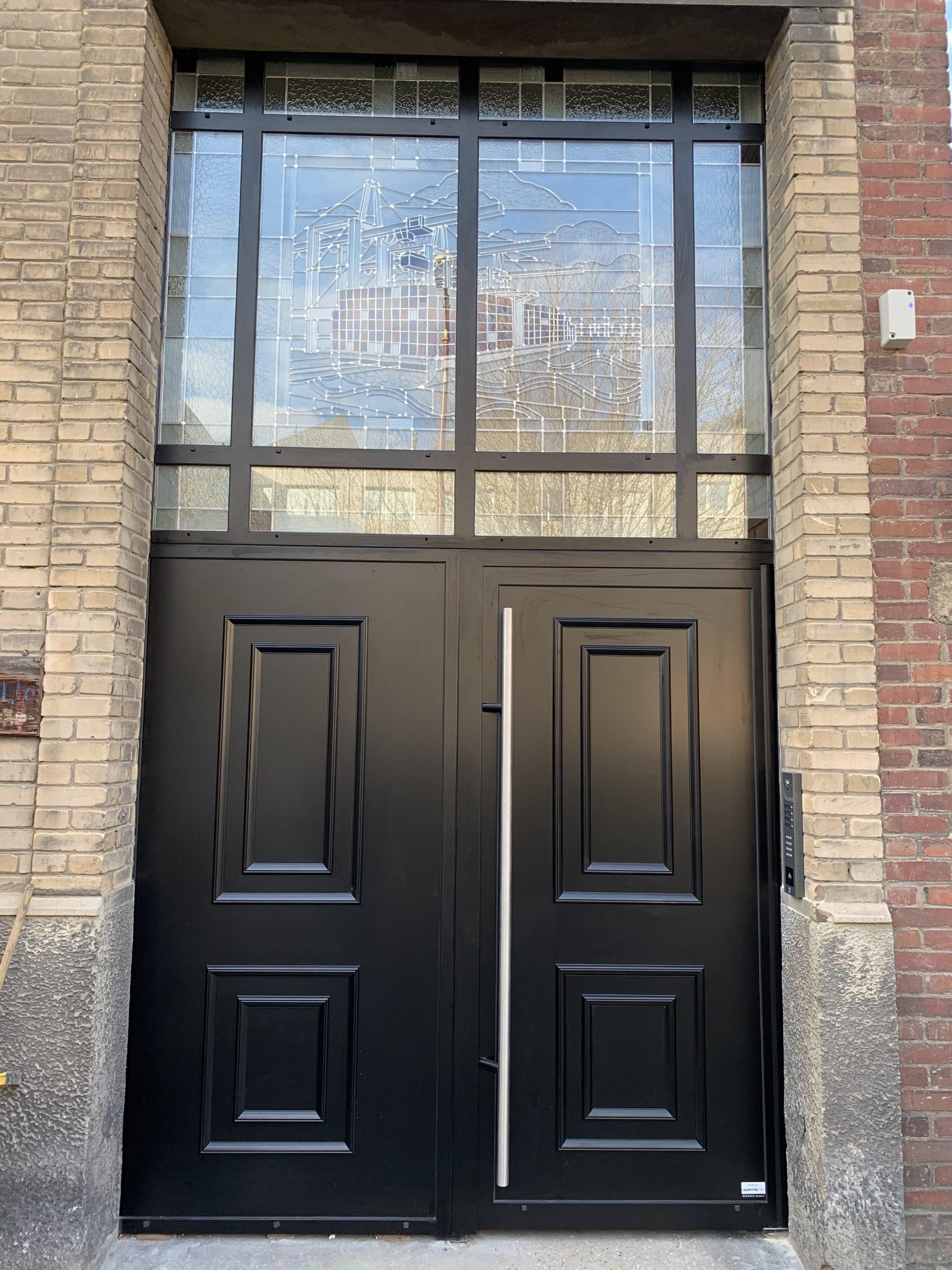 porte de hall avec vitraux